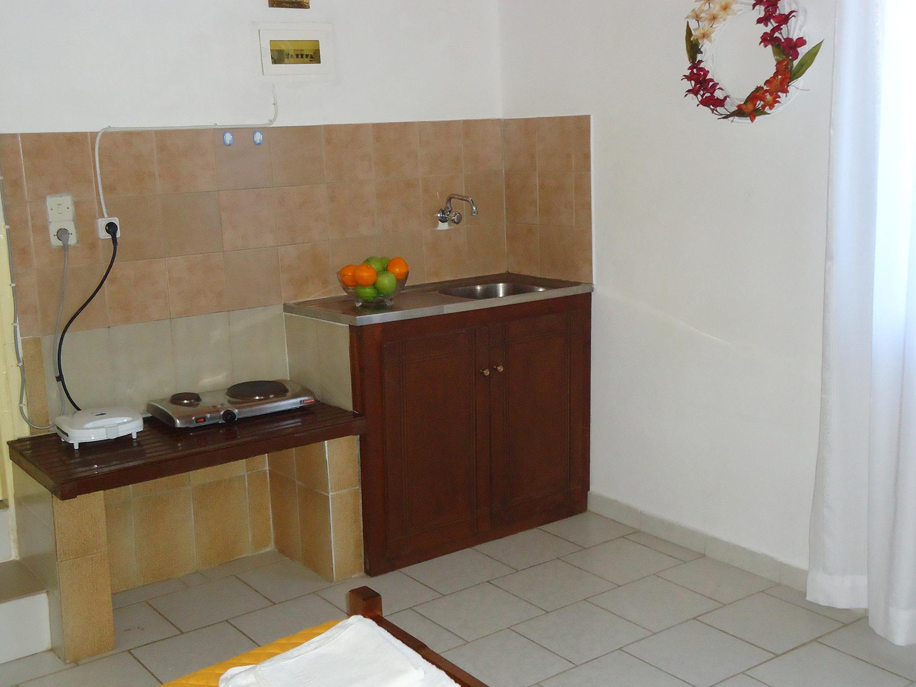 valentino apartments danae. Black Bedroom Furniture Sets. Home Design Ideas